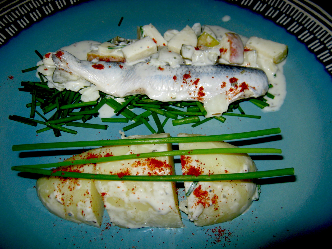 Sahnehering in sweet and sour cream and yoghurt marinade