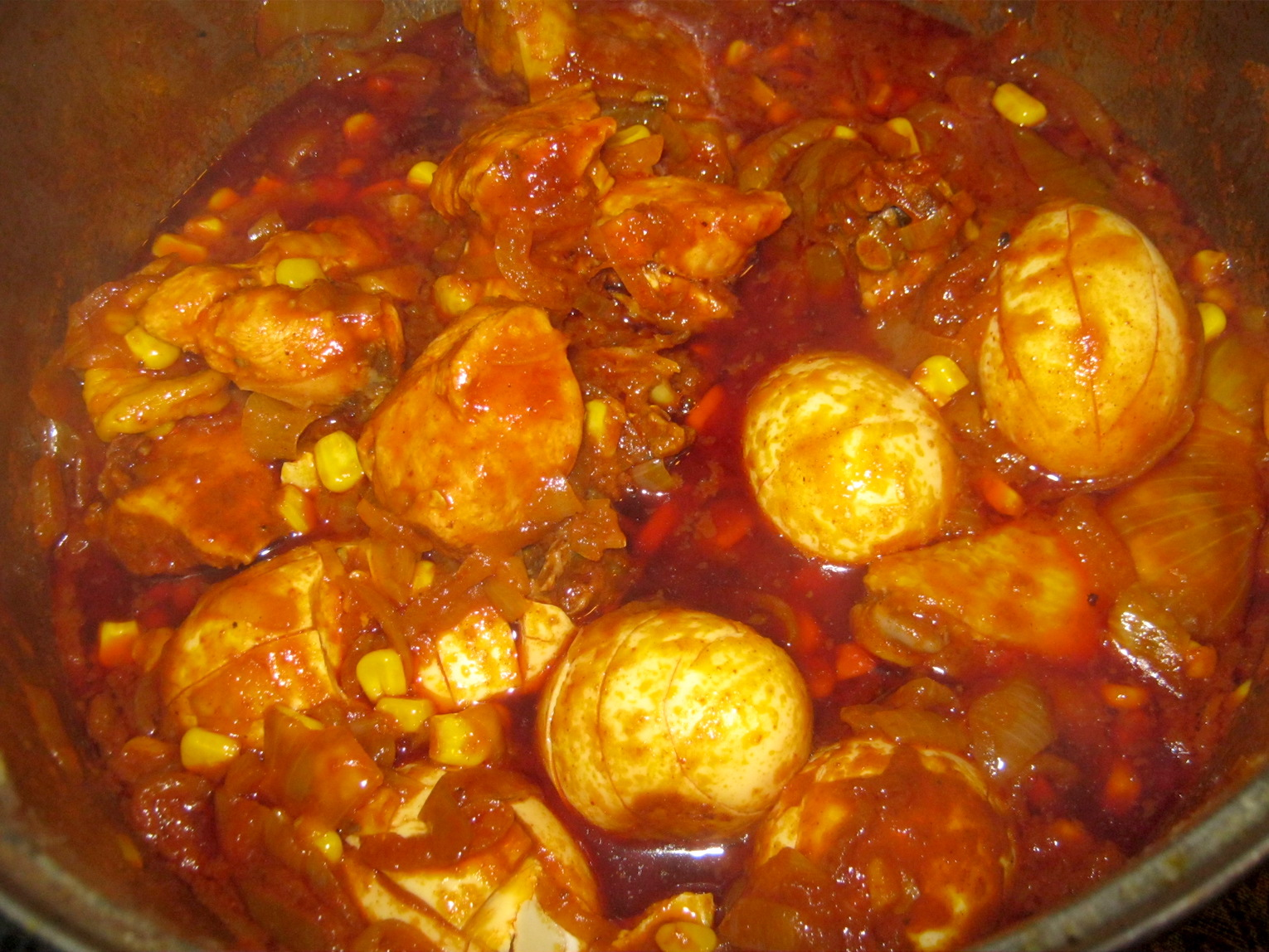 Luku - Ethiopian Chicken stew with Hard boiled Eggs in pot