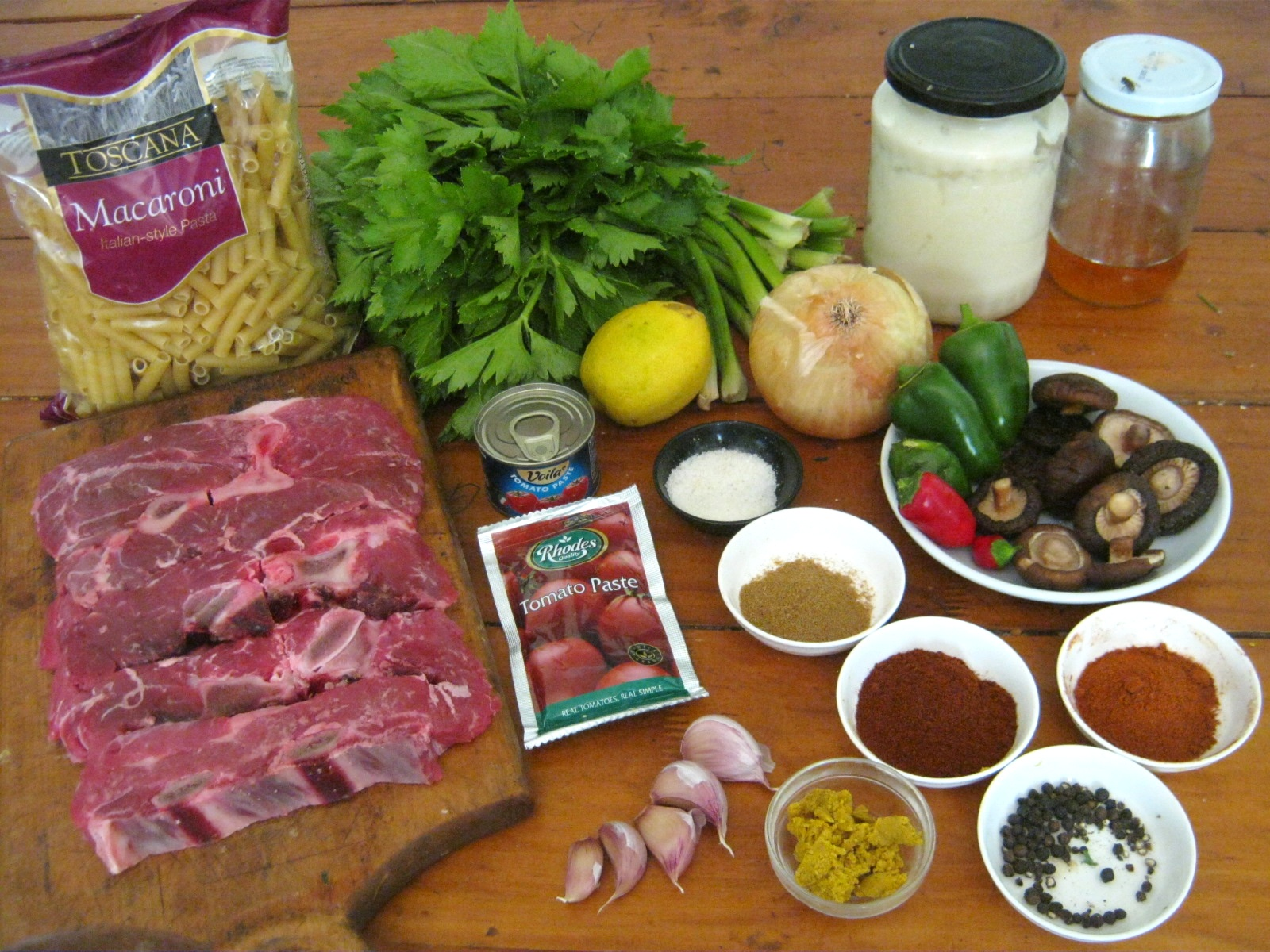 Ingredients for a Hungarian beef goulash / pörkölt recipe
