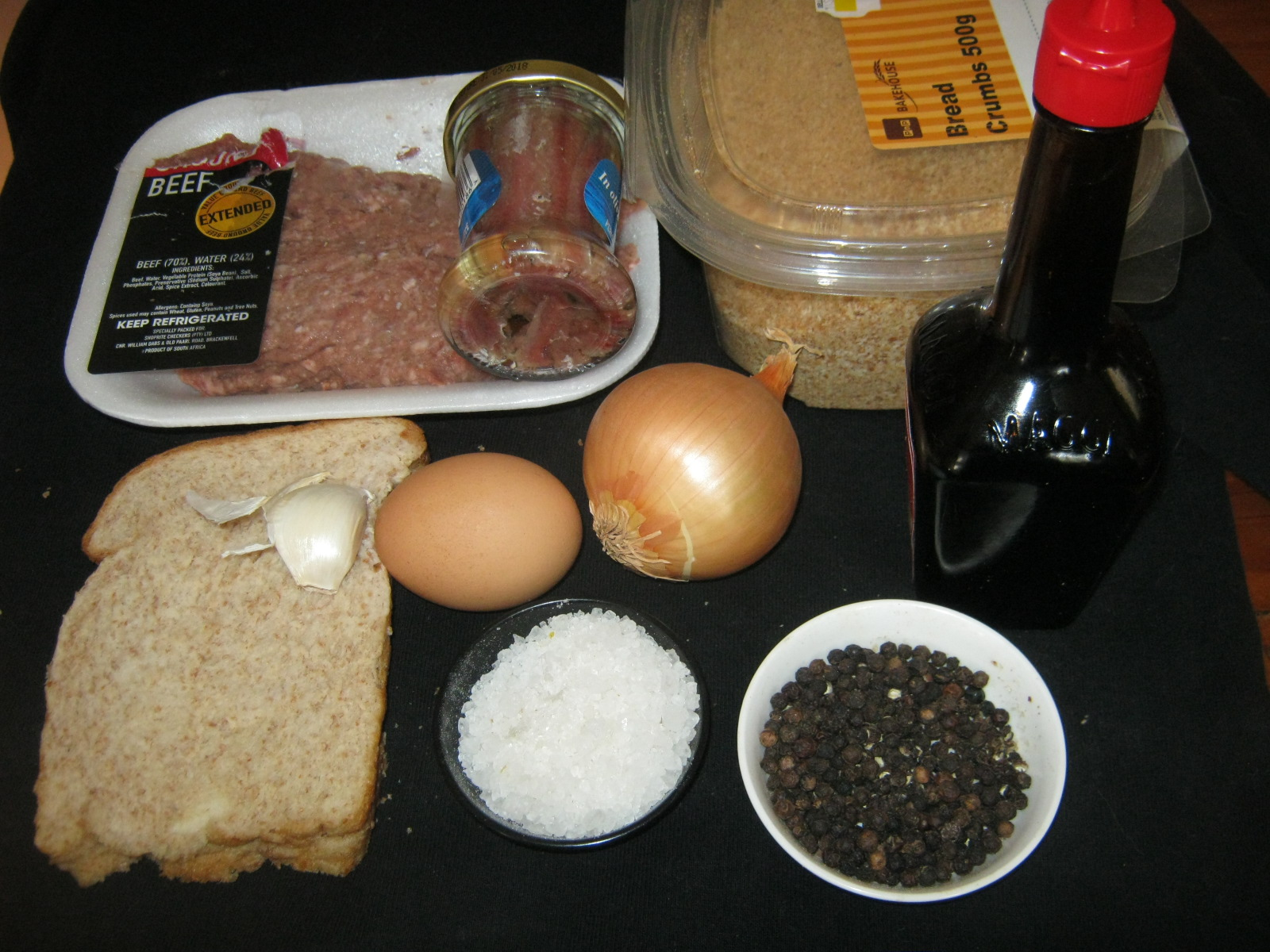 Ingredients for meatballs of Königsberger Klopse