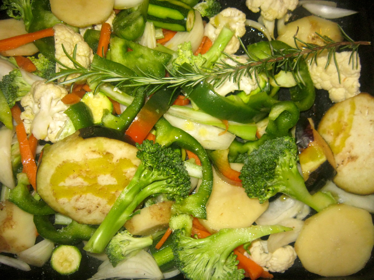 Mediterranean vegetables on a baking tray