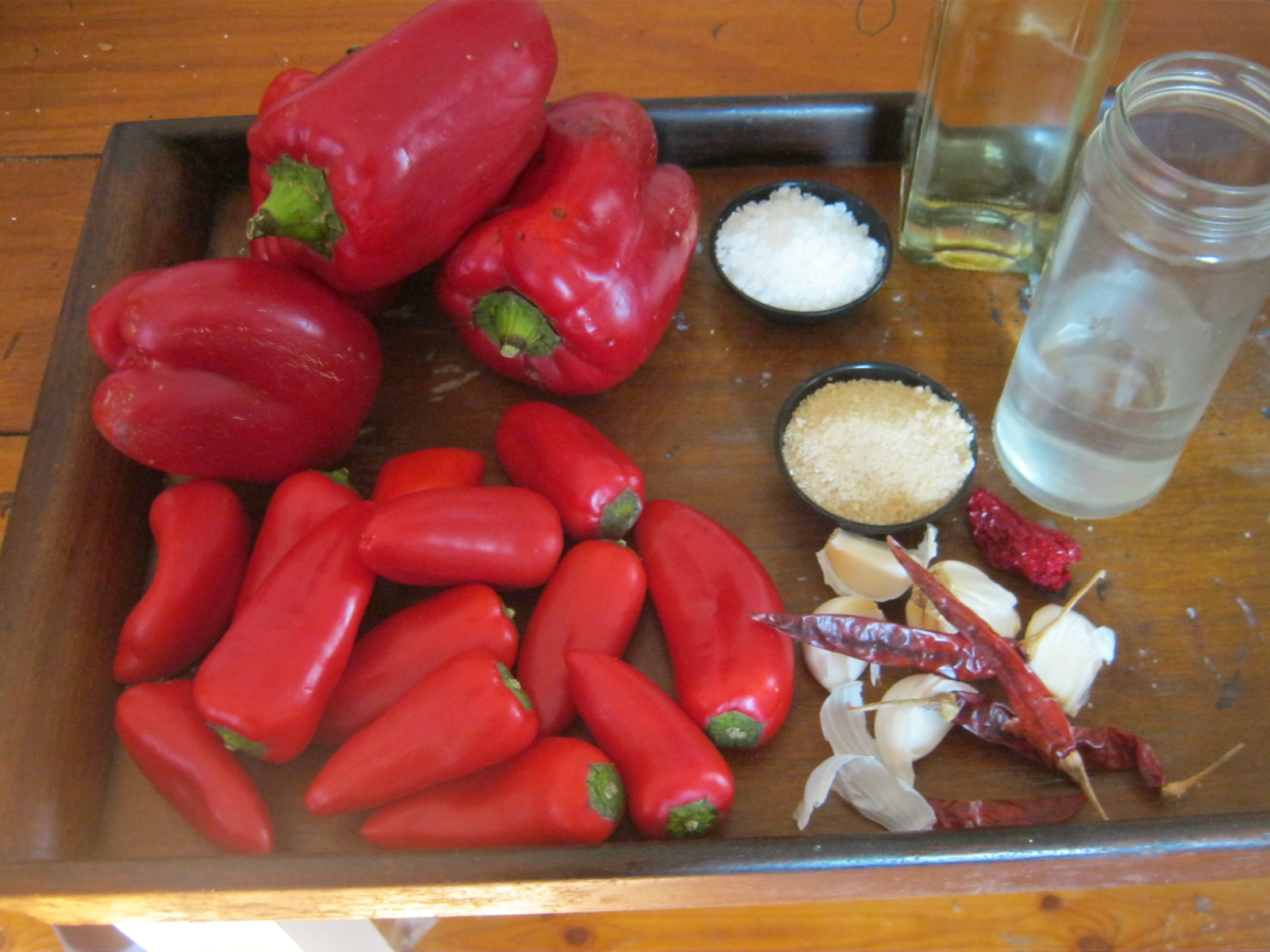 Ingredients for fermented hot pepper sauce