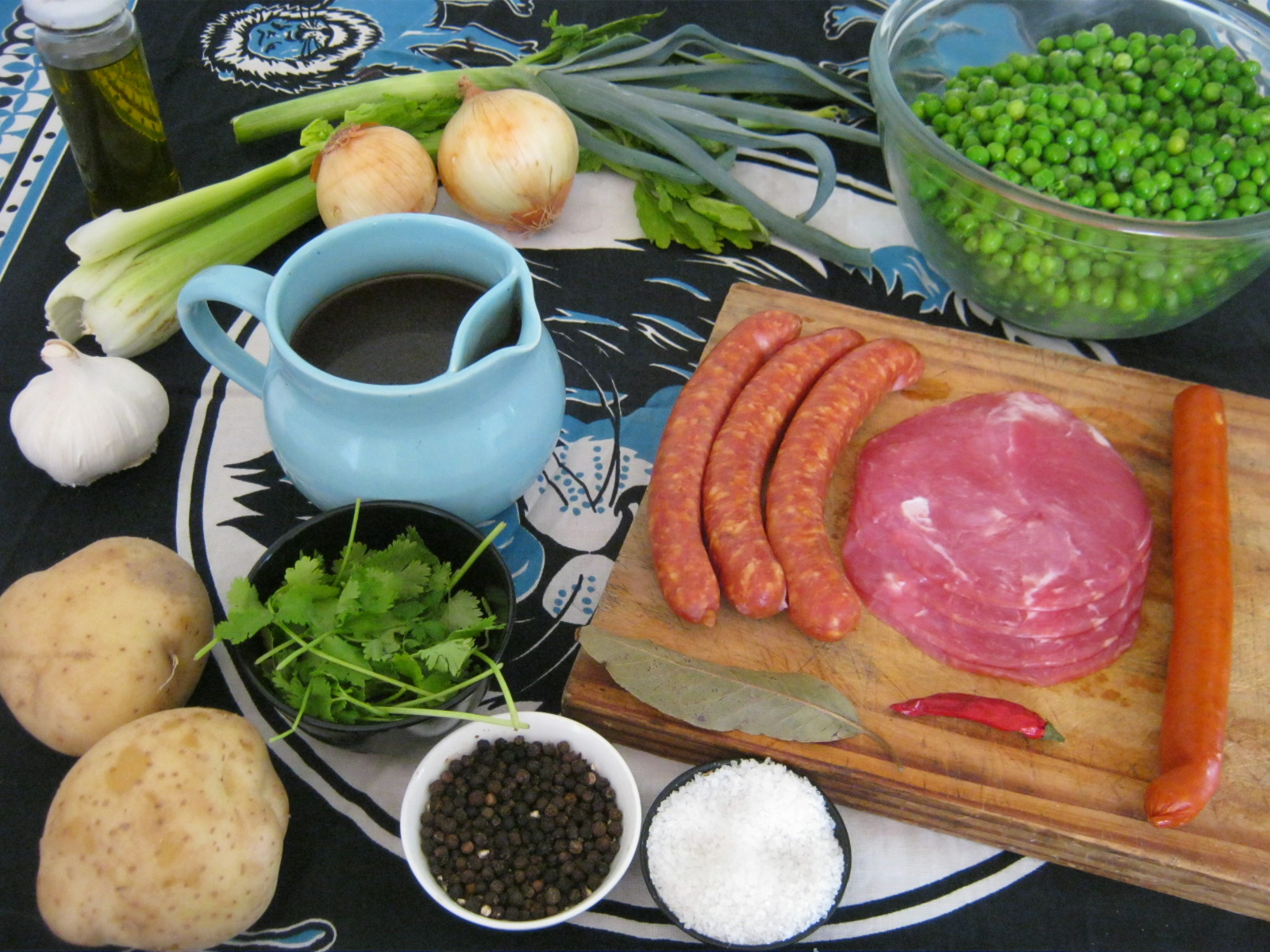 Ingredients of South African Bacon and green pea potjie